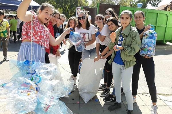 Доброволческа акция на гимназисти в кампанията