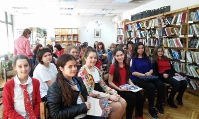 """Международният ден на книгата в гимназия """"Екзюпери"""""""